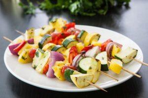 غذاها و خوراکی های جشن تولد کودکان - میوه کبابی - خوراکی جشن تولد