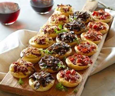 غذاها و خوراکی های جشن تولد کودکان - مینی پیتزا - پیتزای جشن تولد - غذای تولد - شام جشن تولد