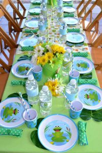 تم تولد کودک خردسال - تزیین میز جشن تولد قورباغهای