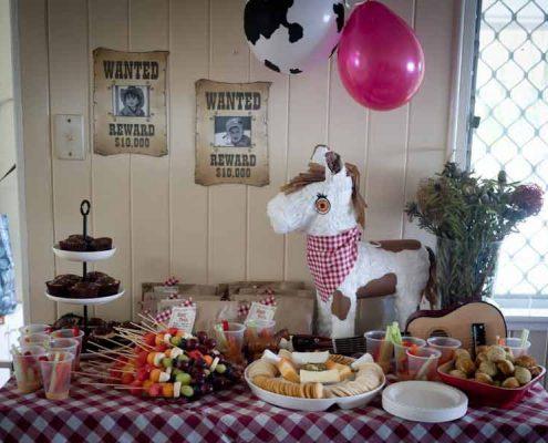 تم تولد کودک خردسال - خوارکی های جشن تولد وسترن - تزیین میز تولد وسترن