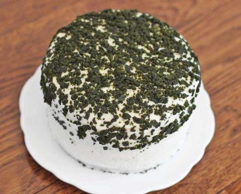 طرز تهیه کیک اسفناج - روش پخت کیک اسفناج - تزیین روی کیک اسفناج
