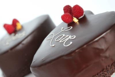 کیک ولنتاین- کیک شکلاتی برای ولنتاین- کیک رمانتیک برای ولنتاین- کیک قلبی- کیک خانگی