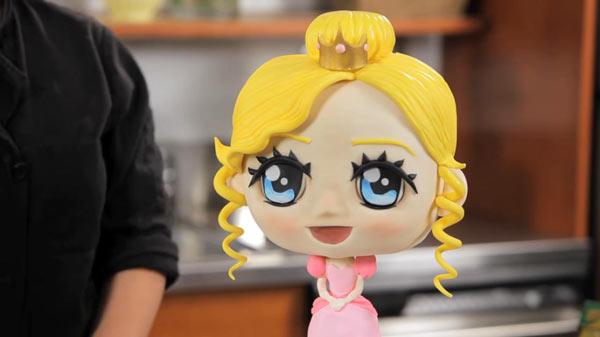 کیک مجسمهای - باست کیک - کیک سه بعدی - مجسمه سازی با فوندانت - مجسمه سازی با کیک - مرحله ششم - مدل سازی مو
