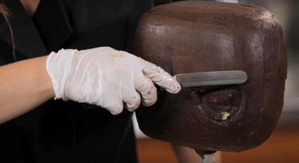 کیک مجسمه ای - کیک سه بعدی - آموزش مجشمه سازی با کیک - مرحله سوم - حک اجزای صورت